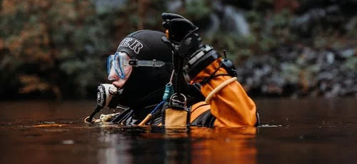Featured image How to Prepare for Your First Scuba Diving Lesson Test the gear - How to Prepare for Your First Scuba Diving Lesson